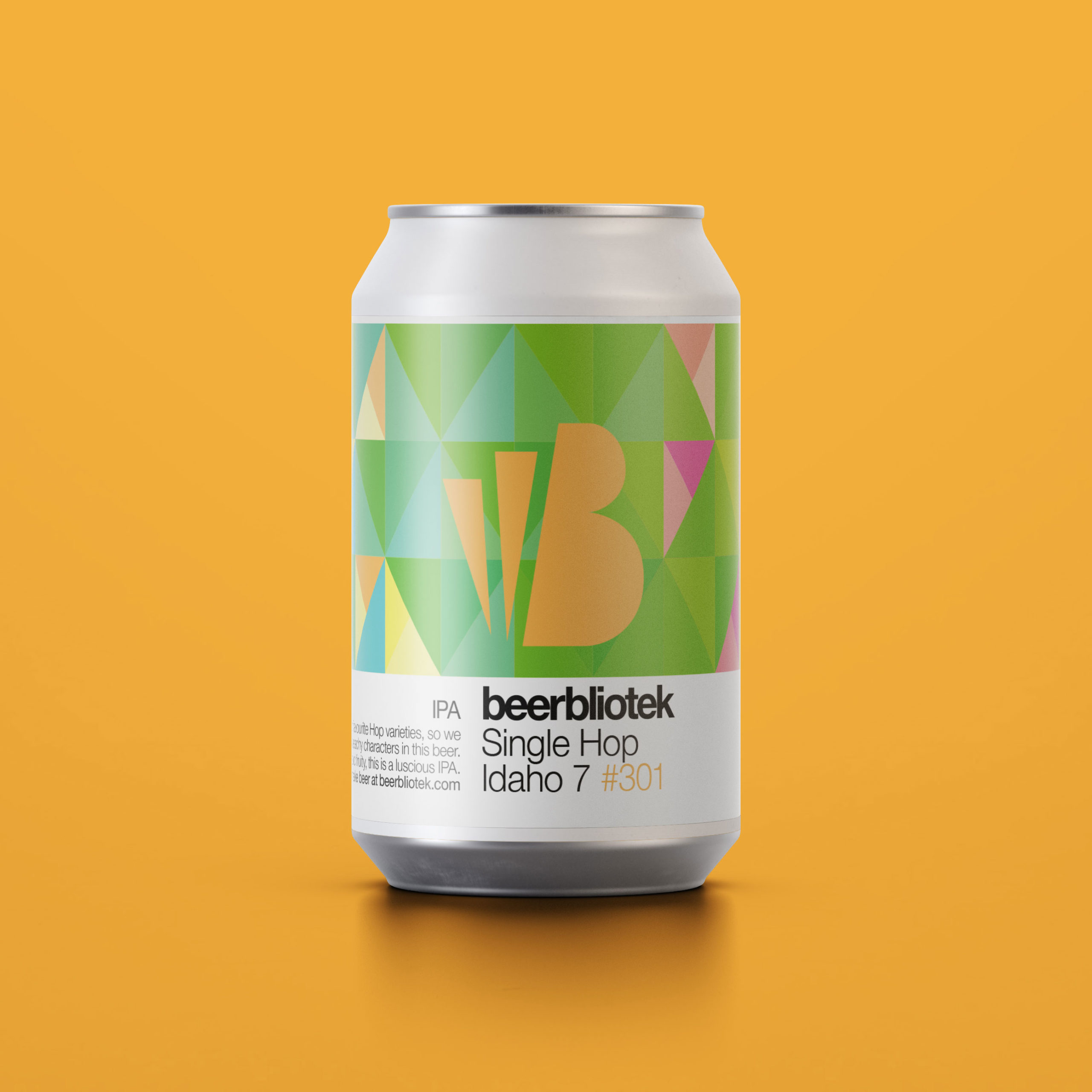 A marketing can packshot of Single Hop idaho 7, an IPA, brewed in Gothenburg, by Swedish Craft Brewery Beerbliotek.