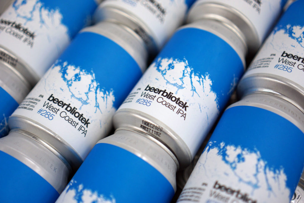 A pattern of West Coast IPA cans from the Swedish Brewery Beerbliotek.