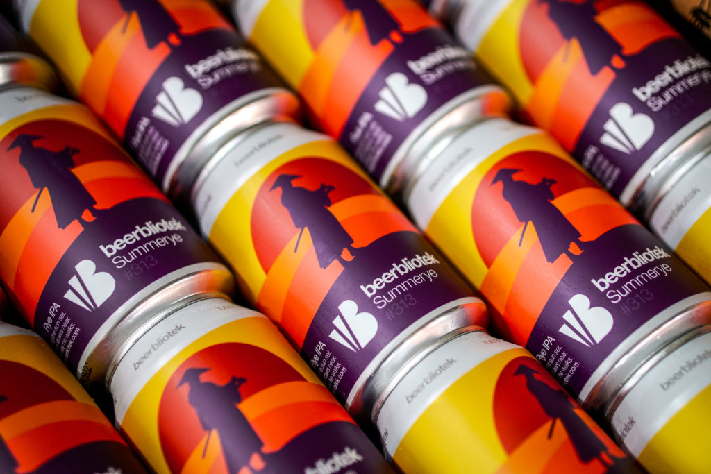 A pattern photo of cans of Summerye, a RYE IPA, on packaging day, brewed at Swedish Craft Brewery Beerbliotek.
