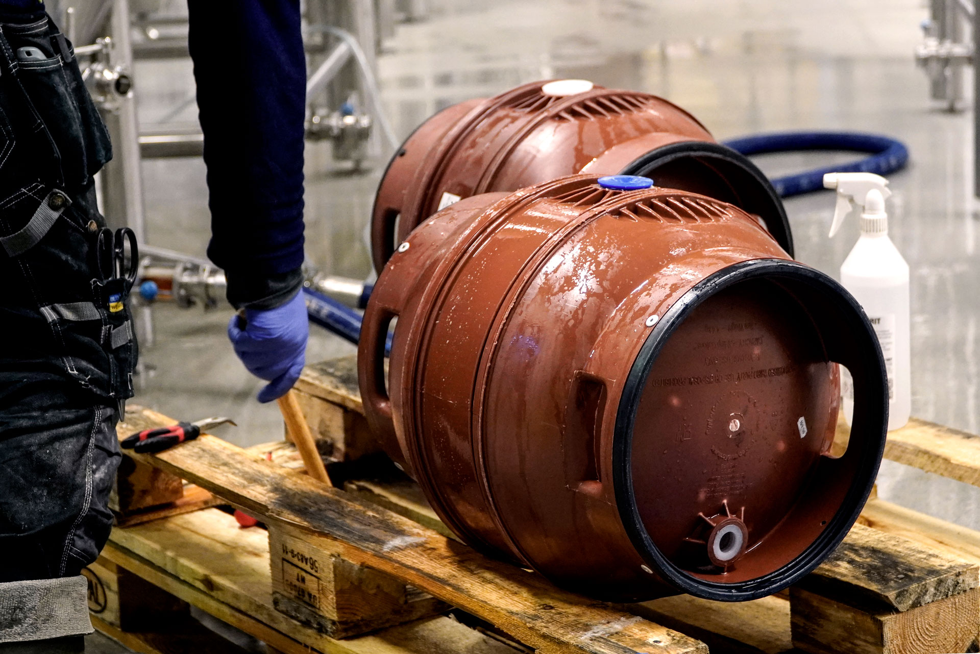 Our brewers filling casks with Malt Beverage, an Amber Lager, brewed by Swedish Craft Brewery Beerbliotek.