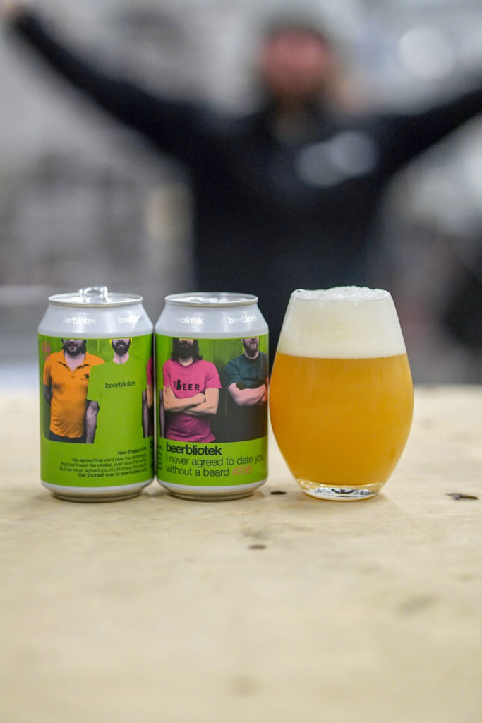 A tasting photo of I never agreed to date you without a beard, a New England IPA brewed in Gothenburg, by Swedish Craft Brewery Beerbliotek.